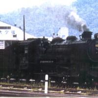 昭和41年に新礦開発に着手した南大夕張炭礦が45年に営業出炭を開始。南大夕張駅構内に転車台等が新設された。昭和45年頃。